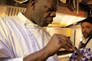 Chef kookt